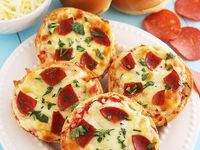 ... about Mini pizzas on Pinterest | Mini pizzas, Bagel pizza and Bagels