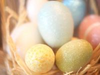 Easter / All things Easter including ideas for decorating, crafts, vignettes, mantels, and food recipies.