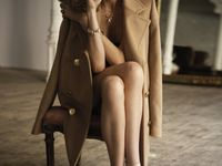 A coat draped over the shoulders, a red lip, tousled hair. Personal style and innate elegance. Who can truly define it?