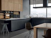 Cocina gris y madera