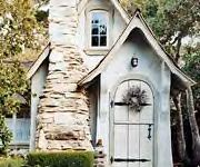 Love little houses...need to add a bunch of these on our property for guests & grandkids!