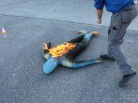 Dummy Fuego de maxpreven / Dummy para prácticas de extinción  El Maniquí de Fuego le permite hacer prácticas con fuego real , ejercicios de uso de mantas de fuego, o el empleo de extintores portátiles. Son construidos usando Kevlar , el Kevlar soporta el desgaste durante los ejercicios de entrenamiento. Los maniquíes están rellenos de lana mineral. El maniqui es bastante robusto para soportar más de 1,000 igniciones .  PRECIO SIN IVA: RLFIRE  1147 €