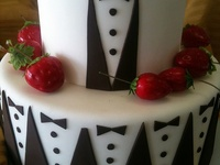 Who doesn't love chocolate!? Would you have it for your wedding cake or just the groom's cake? Or just the black and white theme. Either way....it's delicious!