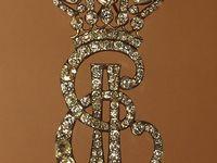 Glitter, gems, historic and modern jewelery.