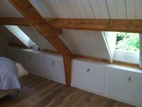 Zolder on pinterest wands attic bedrooms and attic storage