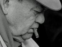 Jazz, alcool fort & nicotine. Allées sombres & terrains vagues. Gangsters fébriles, détectives cyniques & femmes fatales. Drogue, sexe & revolvers. Du noir, du noir, du noir...  Jazz, strong alcohol & nicotine. Dark alleys & wasteland. Nervous gangsters, cynical detectives & femmes fatales. Sex, drugs & guns. Black, black, black ...