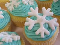 Mini Cupcakes / Mini cupcakes- Baked, iced and decorated by me :)