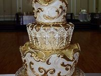 Gold cakes and cupcakes