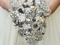 Vintage pins/bouquets