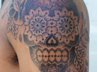 My biggest obsessions are tattoos and skulls!! This board definietly describes me to a T!