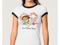 Dora la Exploradora / Dora la Exploradora. Regalos, Gifts. Productos Zazzle. Puede variar modelo, color y personalizar el producto. Imágenes se pueden aplicar en Camisetas, T-Shirt, para bebé, niñas, niños, mujeres y hombres (lo personaliza usted en la tienda Zazzle).