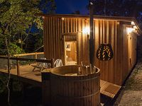 Cabane Spa Pella Roca Dans Le Sud Ouest Boutique Hotel Beautiful Hotel Treehouse Glamping Spa Et Sauna Privatifs W Cabane Spa Glamping Cabane Perchee