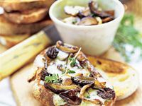 ... about crostini on Pinterest | Goat cheese, Tapenade and Bruschetta