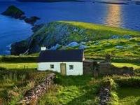 Irland und mich - und auch meine Familie - verbindet ein imaginäres Band. An diesem Land lieben wir einfach alles und unsere Sehnsucht, ihm wieder und wieder zu begegnen ist sehr groß....