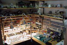 Espacios para maquetistas / Zonas de nuestra casa aprovechadas para montar una zona adecuada para el montaje, pintura y terminación de las maquetas y tambien su exposición.