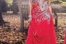 usure du parti concepteur robes de soirée / Robes de soirée: Tous les nouveaux modèles de l'usure du parti robes de soirée indiens et pakistanais et des tenues, recherche de robe de mariée, robe de designer et beaucoup plus par Andaaz mode. www.andaazfashion.fr/womens/gowns