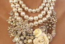 náhrdelníky, náramky, prsteny