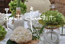 Matrimonio nel Salento... / ...gloriose, lavanda, dalie e capelvenere alla festa di una bottiglia di vino come portafiori in perfetto stile Puglia.