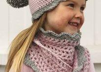 Cappello e sciarpa rosa
