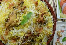 Awadhi Dawat / The very name of the city brings some random words to my mind,Nawabs, Bhool Bhulaiyya, Chikankari embroidery, the 'tehzeeb' or the well behaved nature of the people, the beautiful language, especially the poetries and Food Be it the street foods or the extremely well guarded recipes from the royal lineage, Lucknow is the Mecca for all the food lovers who indulge in savoring the heavenly delights. My visit to Lucknow revolved around food and history and again some more food.