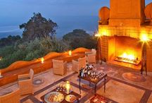 African Big 5 Safari Destinations / The best safari lodges and bush camps in Africa to see the world-famous Big 5