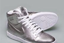 love them sneakers...