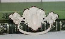 Handles & Drawer Knobs / Beautiful accessories to add a special touch to your drawers and doors.