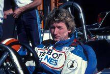 Jean-Pierre Jabouille / Jean-Pierre Alain Jabouille, nacido el 1 de octubre de 1942 en Paris, fue un conocido piloto de Fórmula 1 de los años 70, el cual pasaría a la historia por lograr la primera victoria para la mítica escudería francesa Renault, siendo además esta la primera victoria de un motor turboalimentado en la historia de la Fórmula 1.  http://motorhistoria.com/jean-pierre-jabouille