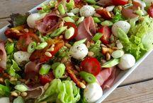 Zomerse salade met mozzorella met nectarine