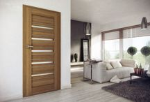 Modne wnętrza / Przełamywanie schematów w aranżacji wnętrz i zaskakujące połączenia drzwi drewnianych.