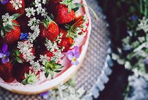 Desserts & Sweets / by Simone van den Berg