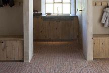 Keukens met de mooiste klinkervloeren / Of je nu een landelijke, industriële of een moderne keuken hebt: binnenklinkers geven 'm een stoere sfeer! Laat je inspireren en vind de stijl die bij jou past.