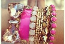 """//Jewelry / """"Schmuck soll einen nicht wohlhabend erscheinen lassen, sondern schmücken. Deshalb habe ich immer gerne falschen Schmuck getragen."""" ... Coco Chanel"""