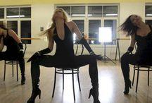 Danças sensuais / Para quem deseja transformar seu corpo em movimento uma arma de pura sedução, a dança sensualiza e pode revolucionar sua vida sexual, deixando sua estima em alta, e deixando seu parceiro completamente fascinado de prazer