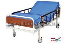 Elektrikli Hasta Yatağı / Hasta yatağı modelleri arasında en ekonomik hasta karyolası 4 parçalı yatak ile beraber sunulmaktadır. Hasta yatağının şeklini alabilen şilte daha rahat bir kullanım sağlar.