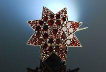 Garnet Jewellery / Wundervoller Antikschmuck mit Granatbesatz