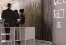 """Apartament Przyszłości - multimedialna aranżacja / W marcu w Dobrotece  odbyła się wystawa """"Apartament Przyszłości multimedialna aranżacja"""" organizowana wspólnie z  Instytutem Sztuki w Opolu. W tym czasie odbyły się także zajęcia z posługiwania się narzędziami z mappingu 3D, na które zaproszono zainteresowaną młodzież. Warsztaty miały na celu przybliżyć uczestnikom różnorodne możliwość i techniki kreacji obrazu cyfrowego w zastosowaniach praktycznych."""