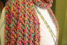 lenço de tricô colorido
