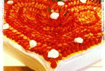 CAKE DESIGN / Se hai una giornata amara, questa bacheca ti può aiutare... con gli stampi in polistirolo puoi creare finte torte da rivestire con pasta di zucchero o basi su cui realizzare le torte vere e proprie! Alcuni nostri clienti le rivestono con marshmallow per la felicità dei più piccolini :)