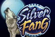 Silver Fang / Nel gelo della notte un ululato rompe il silenzio: il lupo dalle zanne d'argento è pronto a farti vincere il jackpot! Silver Fang è una slot splendidamente disegnata, adatta in modo particolare agli amanti della natura. 5 scatter, rappresentati dall'impronta ghiacciata, moltiplicano 50 volte la puntata totale. Prova questa slot su Voglia di Vincere.