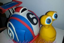 Cake Decorating Ideas / Different designs for decorating cakes and tips and tricks