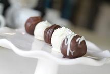 mmmmmmmm, sweets.... / by Zlatka Minđek