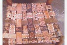 cadeiras decoradas em couro