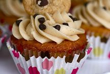 Muffins and Cupcakes / by Kindra Hayes