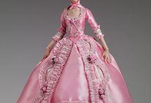 Dolls, Figures & Porcelain..