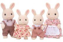 Sylvanian Families Rodzina Biszkoptowych Królików / Wyjątkowe zabawki dla dzieci marki Sylvanian Families