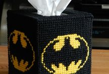 Batman Party / Throwing a super batman party with these party decorations, party dessert, party favors, paper crafts, party crafts, printables, and gift ideas.