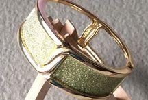 OPEN-SPRING CLASP GOLD GLITZ BANGLE – beqooshop