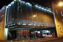 Место для торжества в современном стиле / Кафе в помещении Музея Современного Искусства /Moderno locale all'interno del Museo d'Arte Moderna.