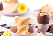 Ostern | Easter / Die besten Ideen für die Osterfeiertage: leckere Rezeptideen vom Karfreitagsfisch über den Hefezopf zum Osterbrunch oder Karottenkuchen zum Osterkaffee bis hin zum üppigen Osterbuffet am Ostersonntag. Österliche Tischdeko, Osterhasen, Ostereier und leckere Rezepte mit Eiern. #ostern #osterfest #ostersonntag #osterbrunch #osterhase #ostereier